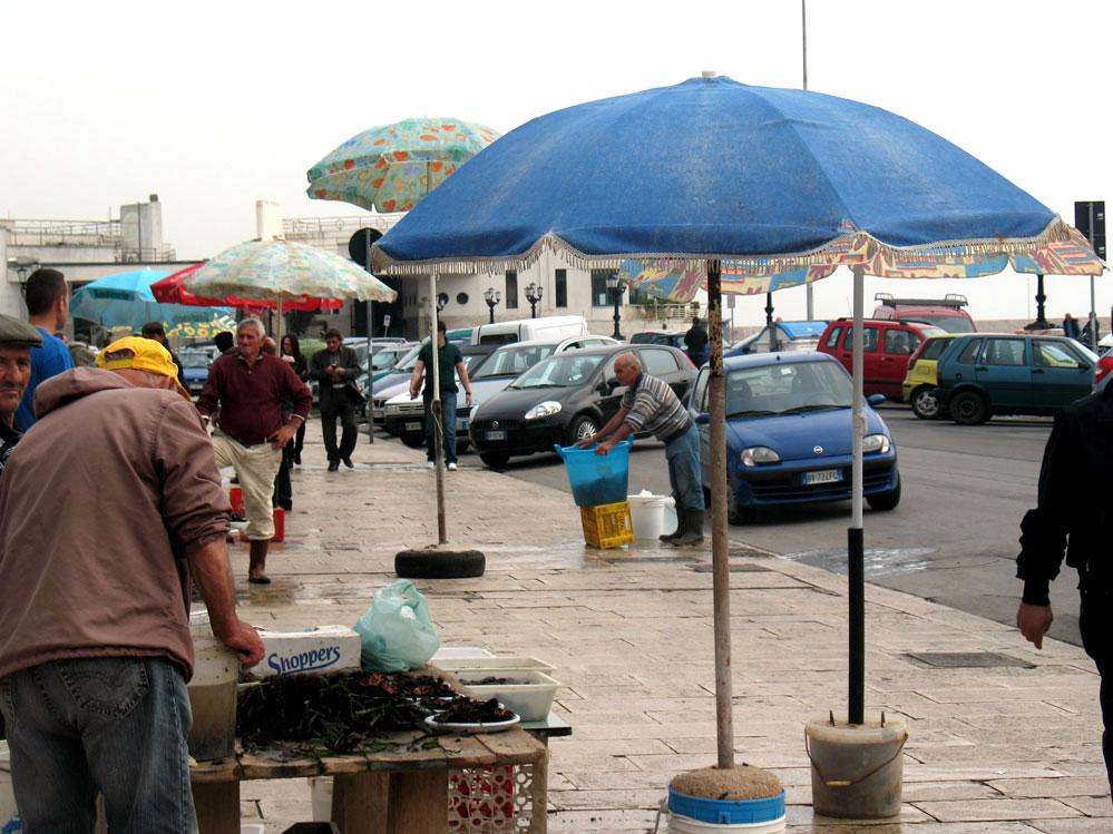cumartesi kurulan balık pazarı