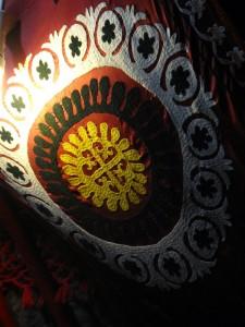 antikacı efendi bunu da swastikaya ilham veren antik motiflerden biri olarak tanıttı, orta asyada da varmış demesine, çiçekmiş ama orada