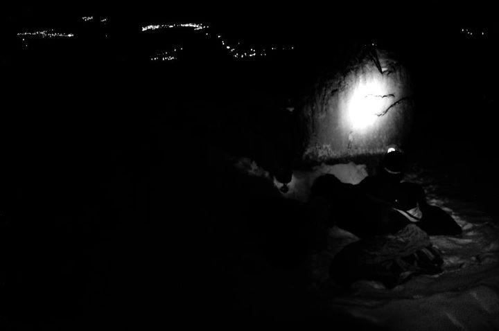 Uzak köylerin ışıklarıyla bivak ortamları